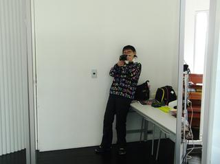 鏡に映ってる自分を撮影しました〜