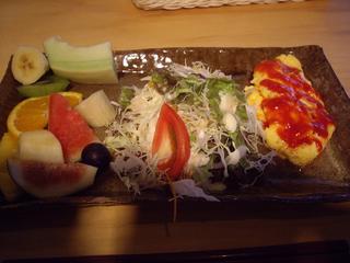 卵にサラダ、フルーツたっぷり!
